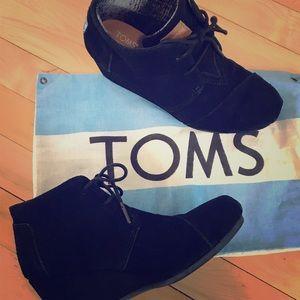 Toms black wedge booties